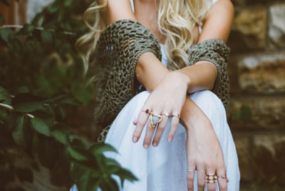 How to wear your favourite beach jewelry in the UK